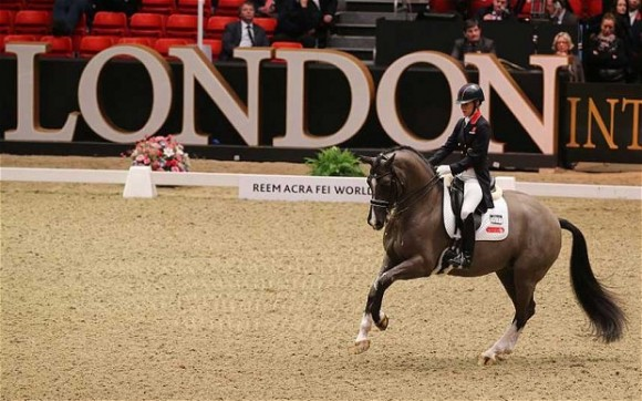 Charlotte dujardin en valegro verbreken record in grand prix for Dujardin zou