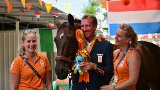 Een blije Frank Hosmar na het behalen van de bronzen medaille. foto: Facebook | Annelies Hosmar
