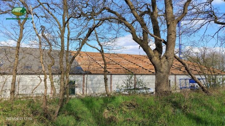 Nieuw dak op Hippisch Centrum Exloo