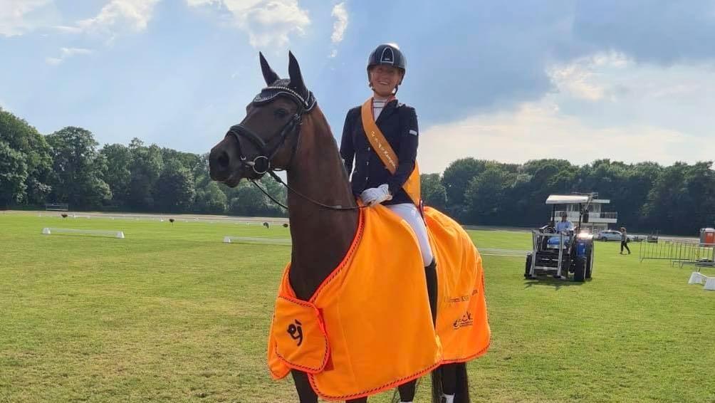Aafke Scharft dressuurkampioen in Groningen: 'het is fantastisch'