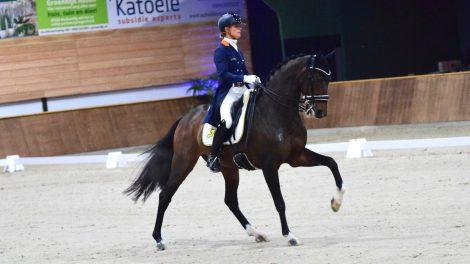 Adelinde Cornelissen en Zephyr tijdens winnende proef in Exloo.