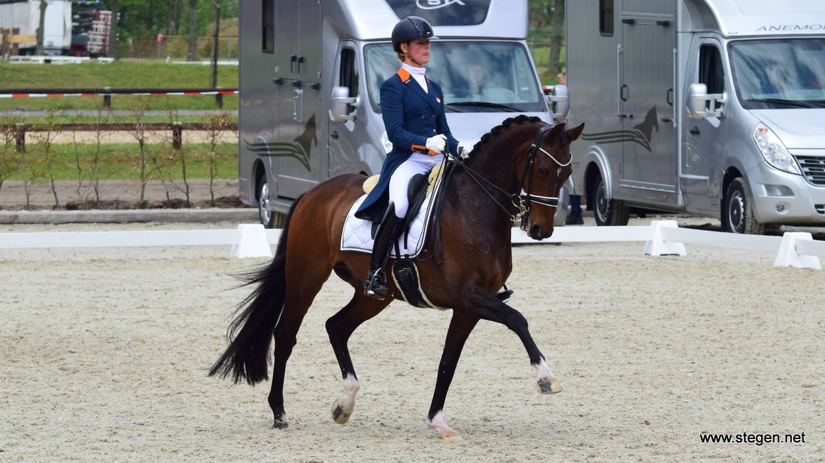 Adelinde Cornelissen werd met Zephyr tweede in de Grand Prix bij Topsport Dressuur Exloo