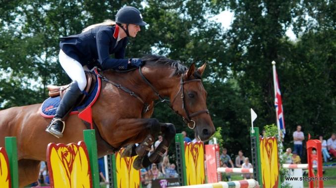 Amber Meijer met KM Carrera. (archief)