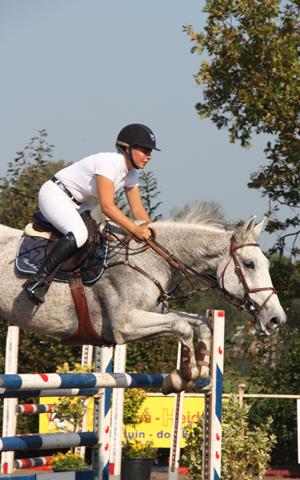 Anne Bakker domineert Jumping 't Haskelân