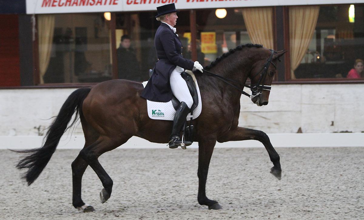 Annemieke Vincourt met Kansas tijdens de wedstrijd in Exloo. ©Roos Meertens