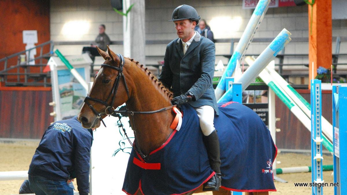 Auke de Jong en Guus tijdens de prijsuitreiking in Tolbert.