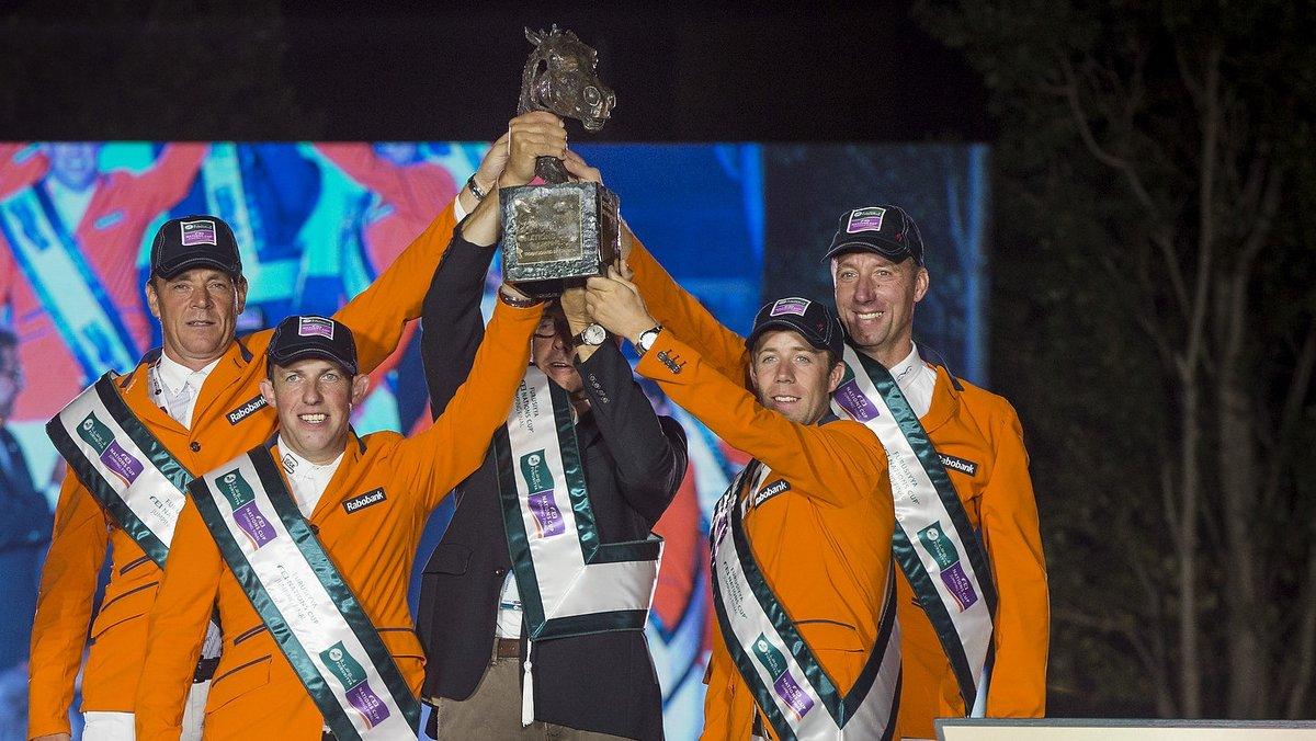 De winnende Nederlandse equipe bij de finale van de Nations Cup in Barcelona. (FEI/Dirk Caremans)