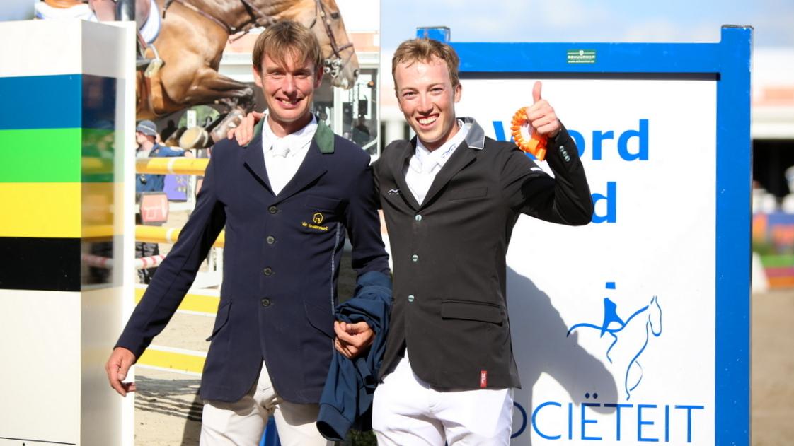 Bart Bles en Wilton Porter vieren hun gezamenlijke overwinning bij Outdoor Gelderland.