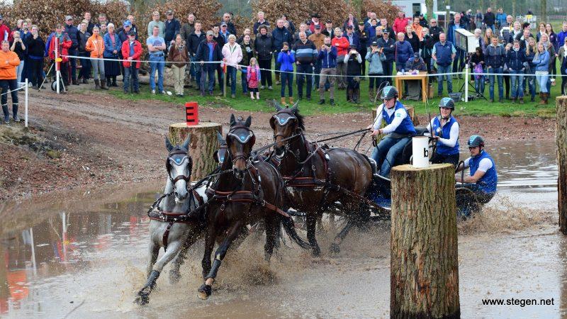 menwedstrijd Exloo. Bram Chardon won met zijn vierspan paarden met grote voorsprong de internationale menwedstrijd in Exloo.