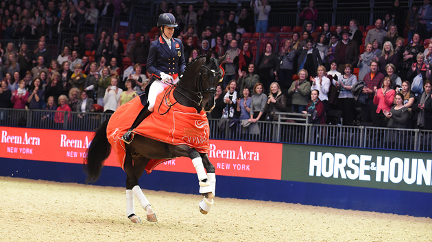 Charlotte Dujardin won met Uthopia de Grand Prix tijdens de London International Horse Show 2015 in Olympia. foto: Kit Houghton