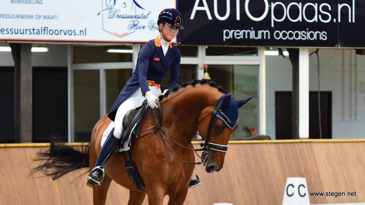 Daphne van Peperstraten won met Greenpoint's Cupido de kür voor Junioren bij Dutch Topsport Dressage.