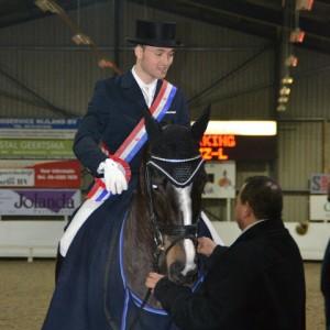 De Friese kampioen in de ZZ-licht Dave Erkamp met Vanilla Seven. ©Claudia Reinsma