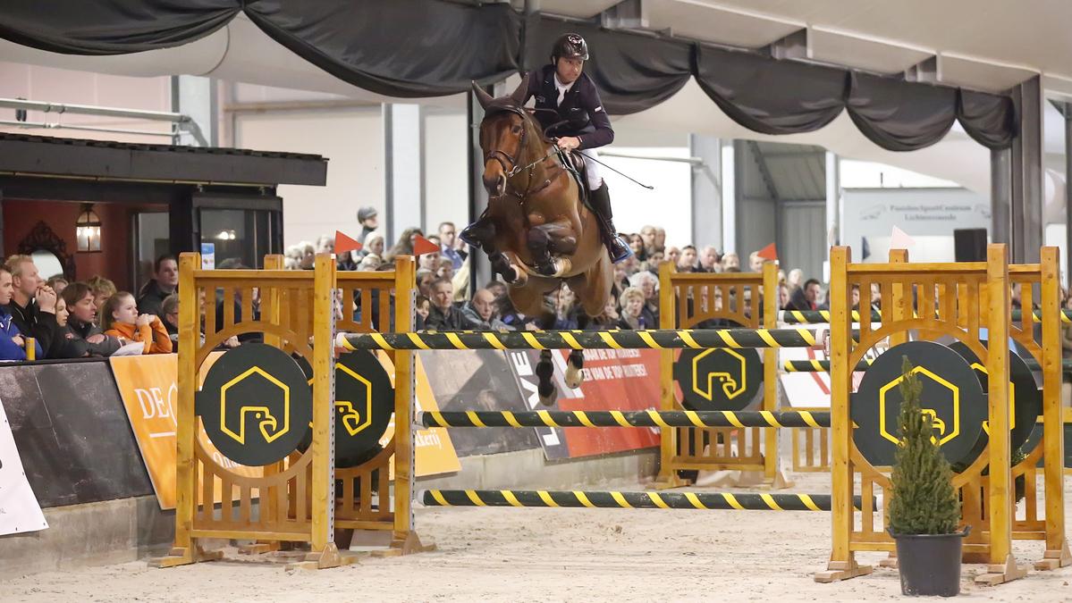 Denis Lynch won met Songe De Toscane de finale van de Medium Tour bij Jumping De Achterhoek.