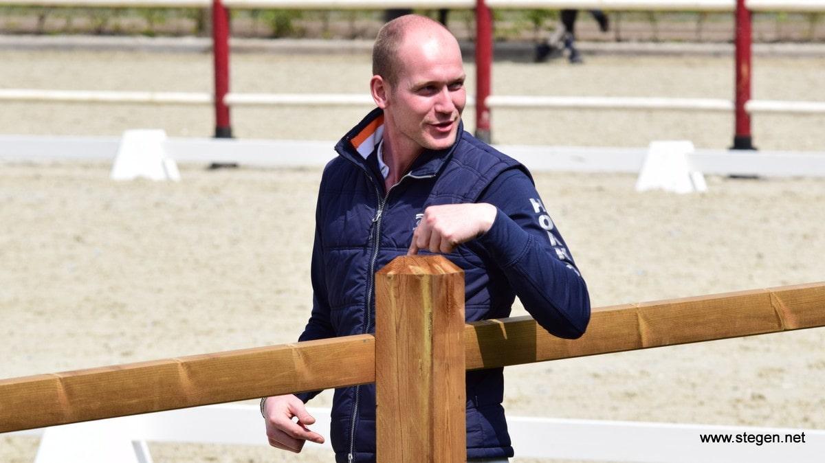 Diederik van Silfhout werd KNHS-kampioen in de zware tour.