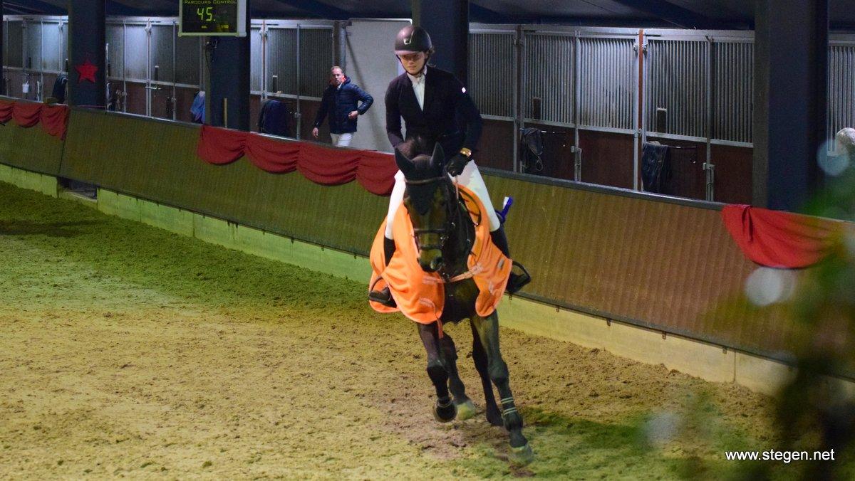 Djura Eringa en Fox tijdens de ereronde van de klasse M van de Dalerveense Ruiterdagen.