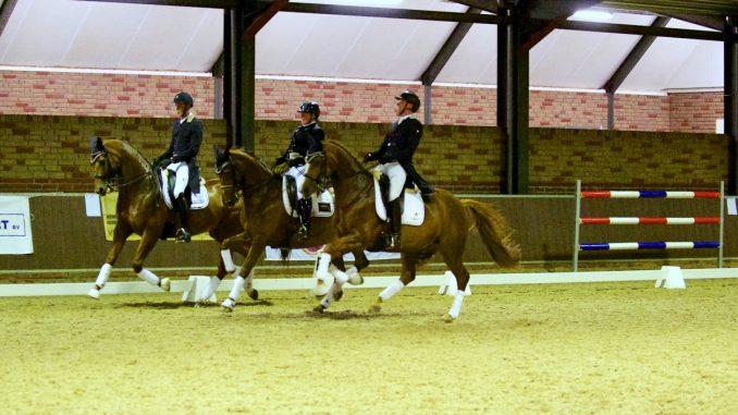Drents Dressuur Gala. Trea Mulder, Frans van den Heuvel en Nicky Snijder vormden met hun paarden de 'chestnut mare club'.