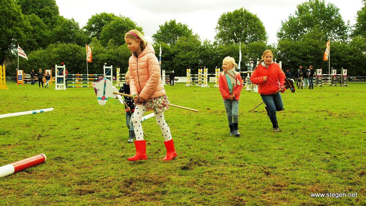 Het wedstrijdterrein in Eext heeft nu nog een grasbodem. foto: Reinold Lowes