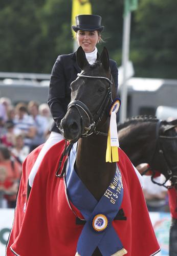 Emmelie Scholtens met drie paarden naar WK