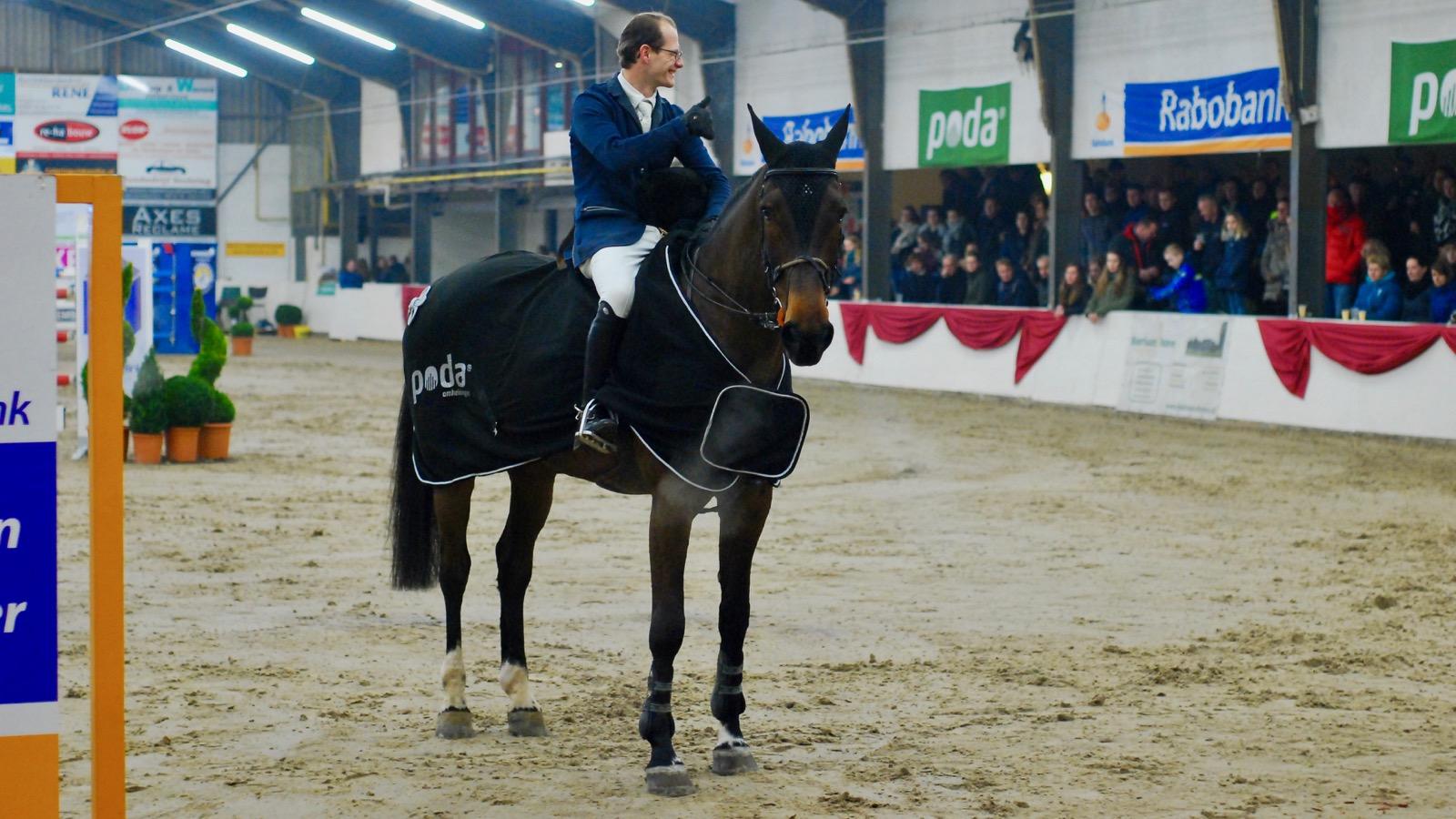 Eric ten Cate won met E.Lana de finale van Indoor Hartje Drenthe in Beilen.