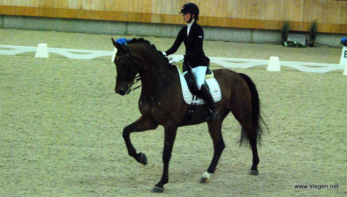Gronings kampioene Féline Bakker werd met Vennedy 19e in de Z1.