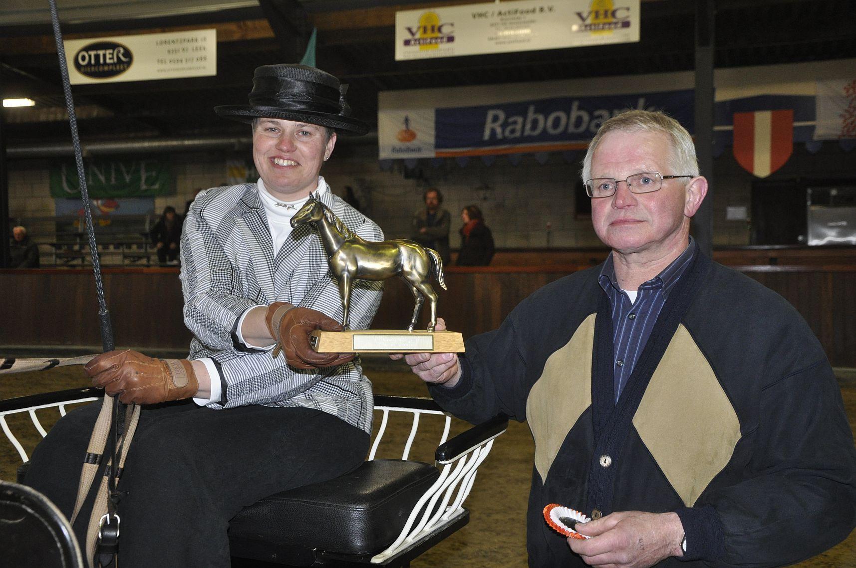 Fokkelien Oldenburger wint trofee van haar vader