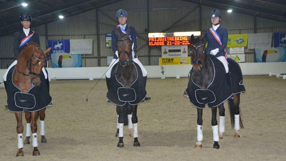 De kampioenen op een rij, Laura Zwart, Hergen van Hall en Hennie Roffel.