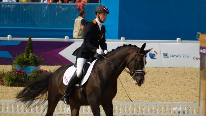 Gert Bolmer in actie met Vorman tijdens de Paralympics in Londen. foto: Monique Hofland