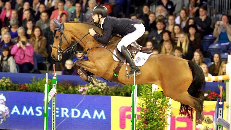 John Whitaker klopt Gert-Jan Bruggink bij Jumping Amsterdam