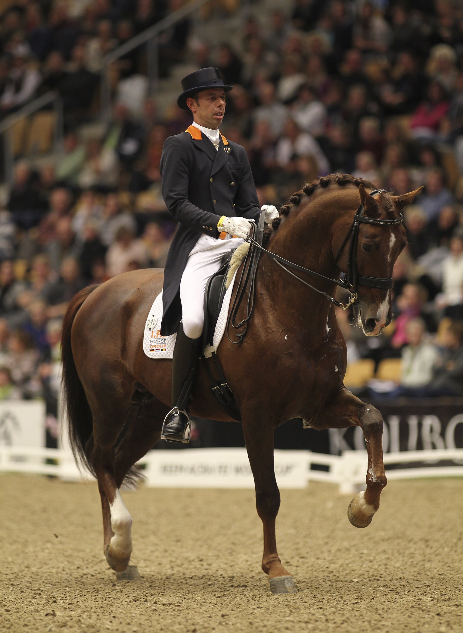 Hans Peter Minderhoud won in Odense de eerste wereldbeker van het seizoen met de hengst IPS Tango.