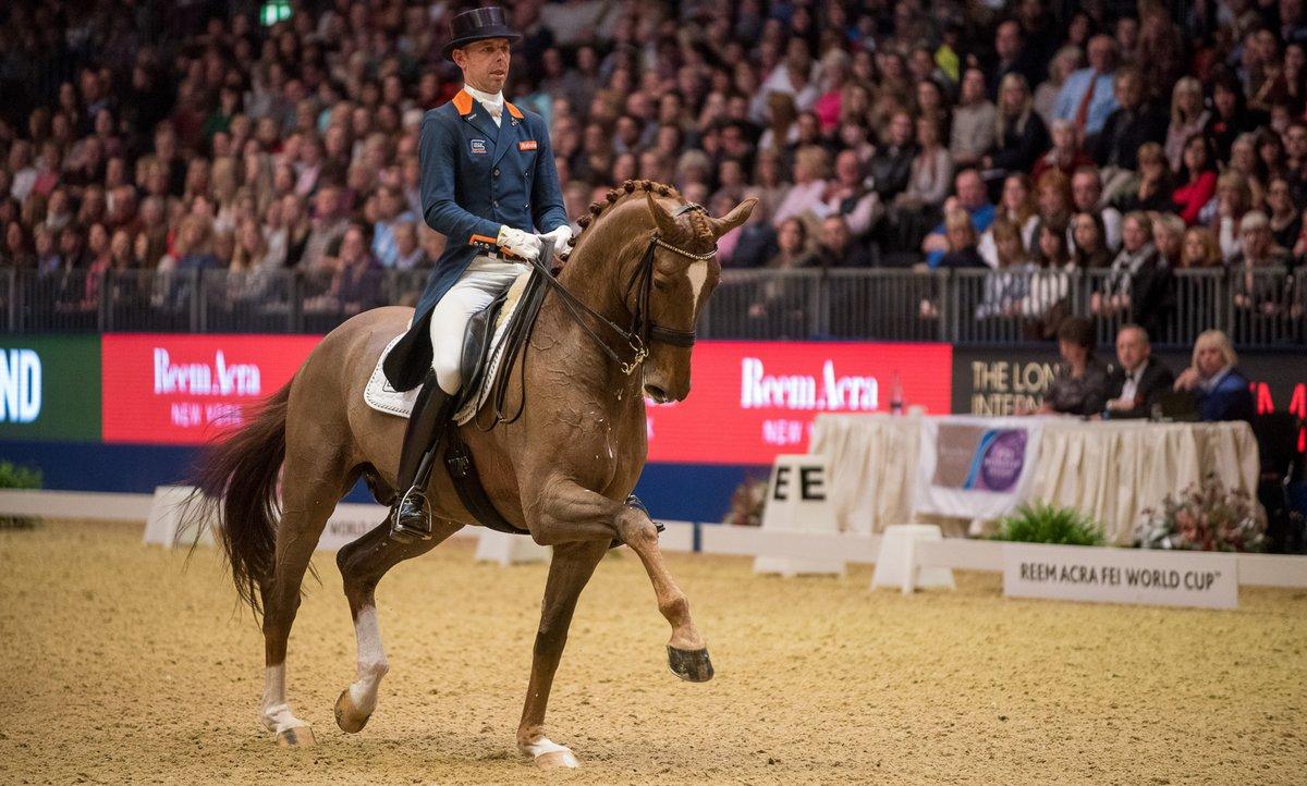 Hans Peter Minderhoud vooraan in Grand Prix dressuur Indoor Brabant