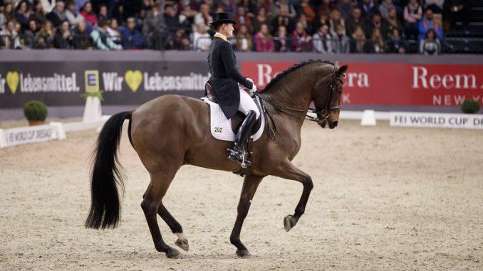Isabell Werth won met Don Johnson FRH de wereldbeker in Neumünster. foto: FEI | Stefan Lafrentz