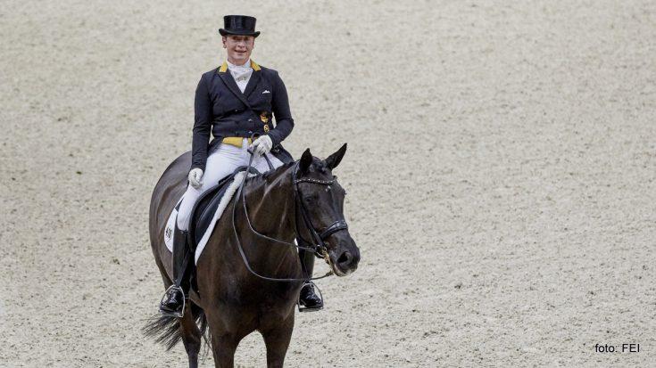 Isabell Werth won met Weihegold de finale van de Wereldbeker in Parijs.