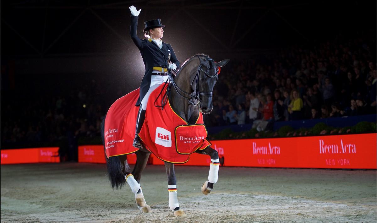 Isabell Werth won met Weihegold de wereldbeker dressuur tijdens Jumping Amsterdam. foto: FEI | Arnd Bronkhorst