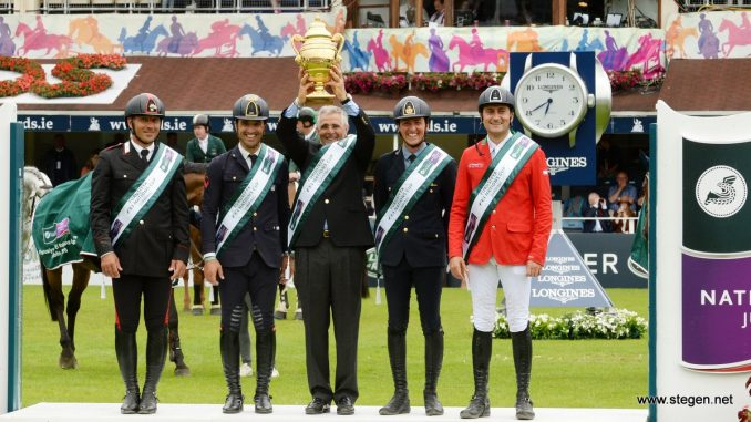 Nations Cup Dublin. De winnende Italiaanse springruiters. Van links naar rechts: Bruno Chimirri, Emilio Biocchi, Chef d'equipe Roberto Arioldi, Lorenzo De Luca en Piergiorgio Bucchi. foto: FEI | Tony Parkes