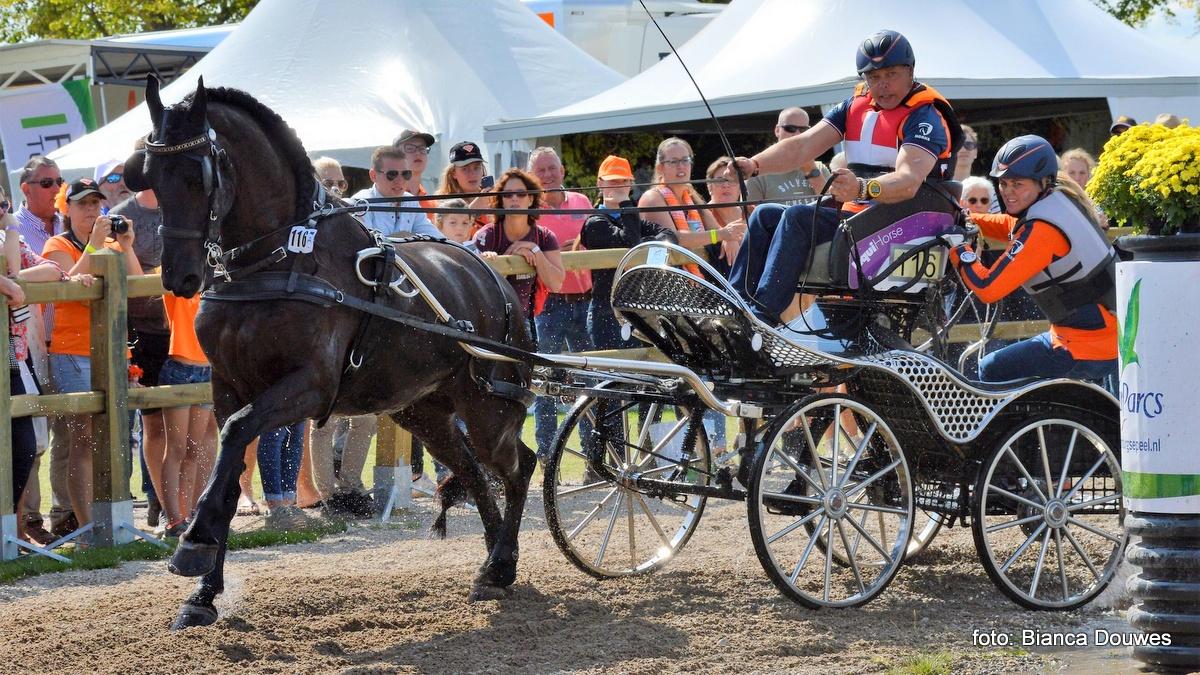 Jacques Poppen trots op paard van het jaar Anniek