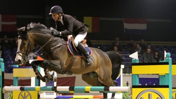 Jeanette Corbeek met Landjonker op weg naar de zege. ©Roos Meertens