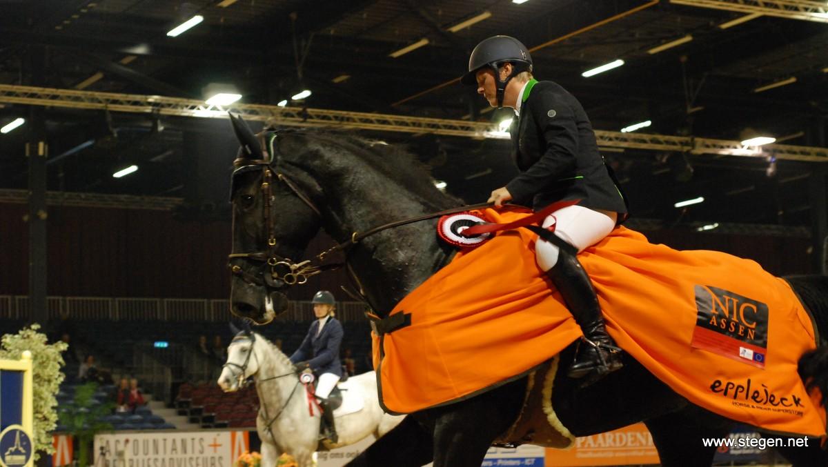 Joukje van der Meer met Bersina lest best in M-finale NIC Assen