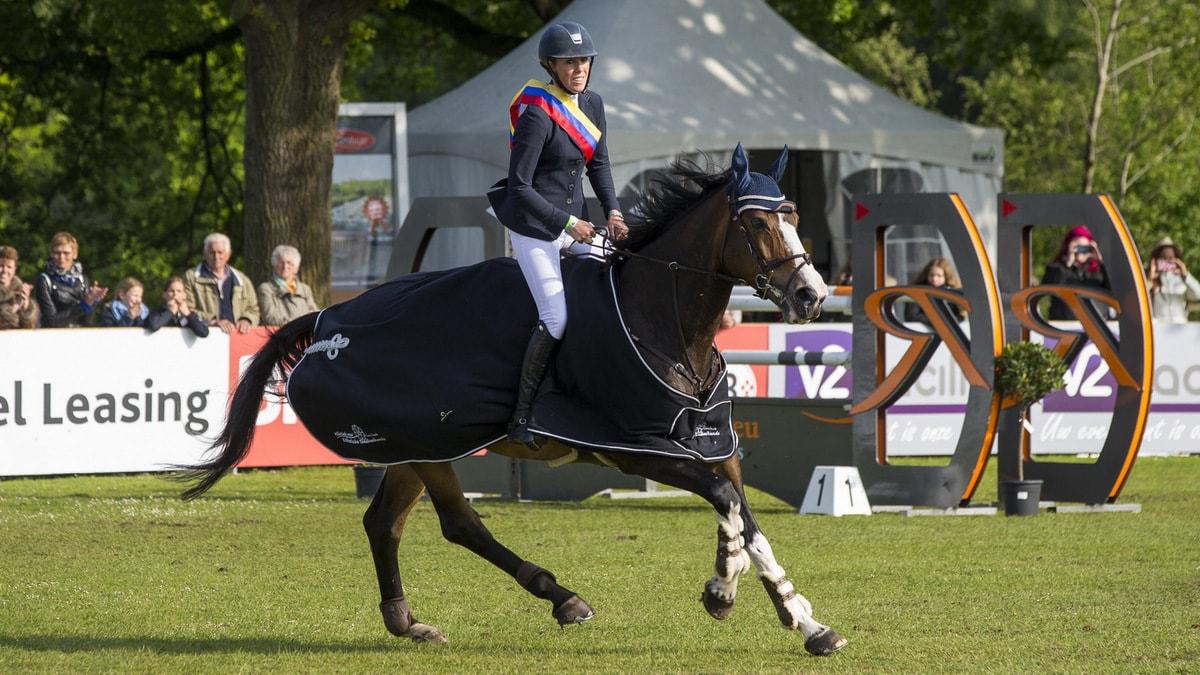 CH Eindhoven. Joy Lammers met Zomerfee van de Broekkant.