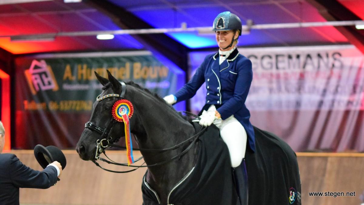 Joyce Heuitink en Gaudi Vita wonnen de Prix St. Georges in Exloo.