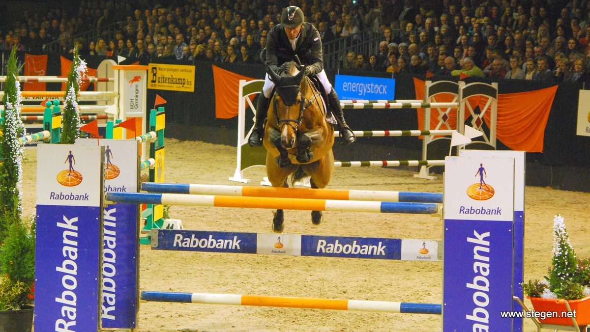 Indoor Groningen Jur Vrieling met Carrera VDL op weg naar de snelste tijd. foto: Steven Stegen