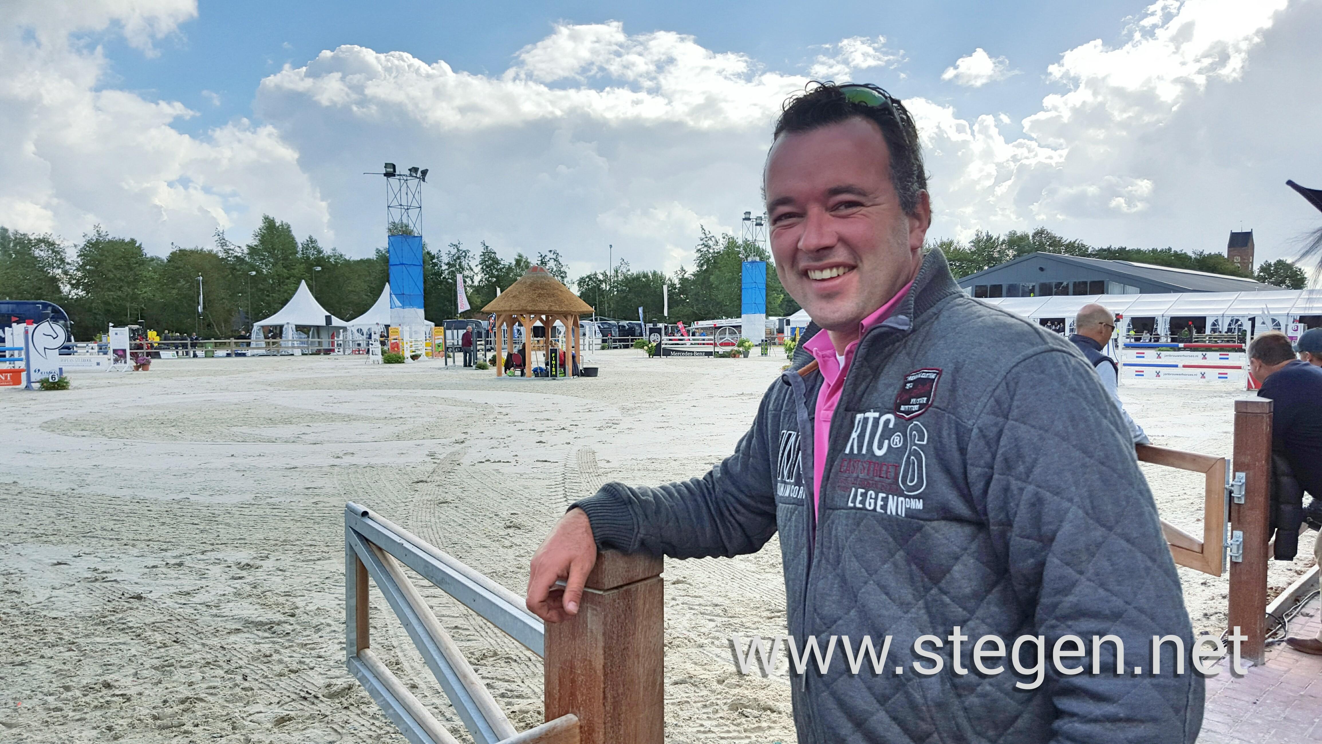 Klaas Meijer bij de hoofdpiste in Tolbert, waarin hij de bodem heeft aangelegd. Foto: Steven Stegen
