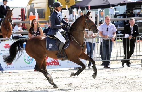 Hester Klompmaker wint Heeresveldconcours met Beegien SFN