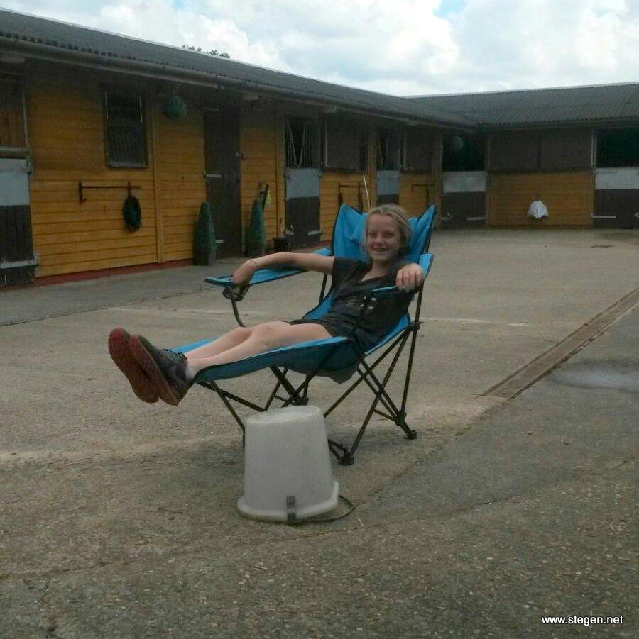 Lysanne doet de beentjes even omhoog, even relaxen!