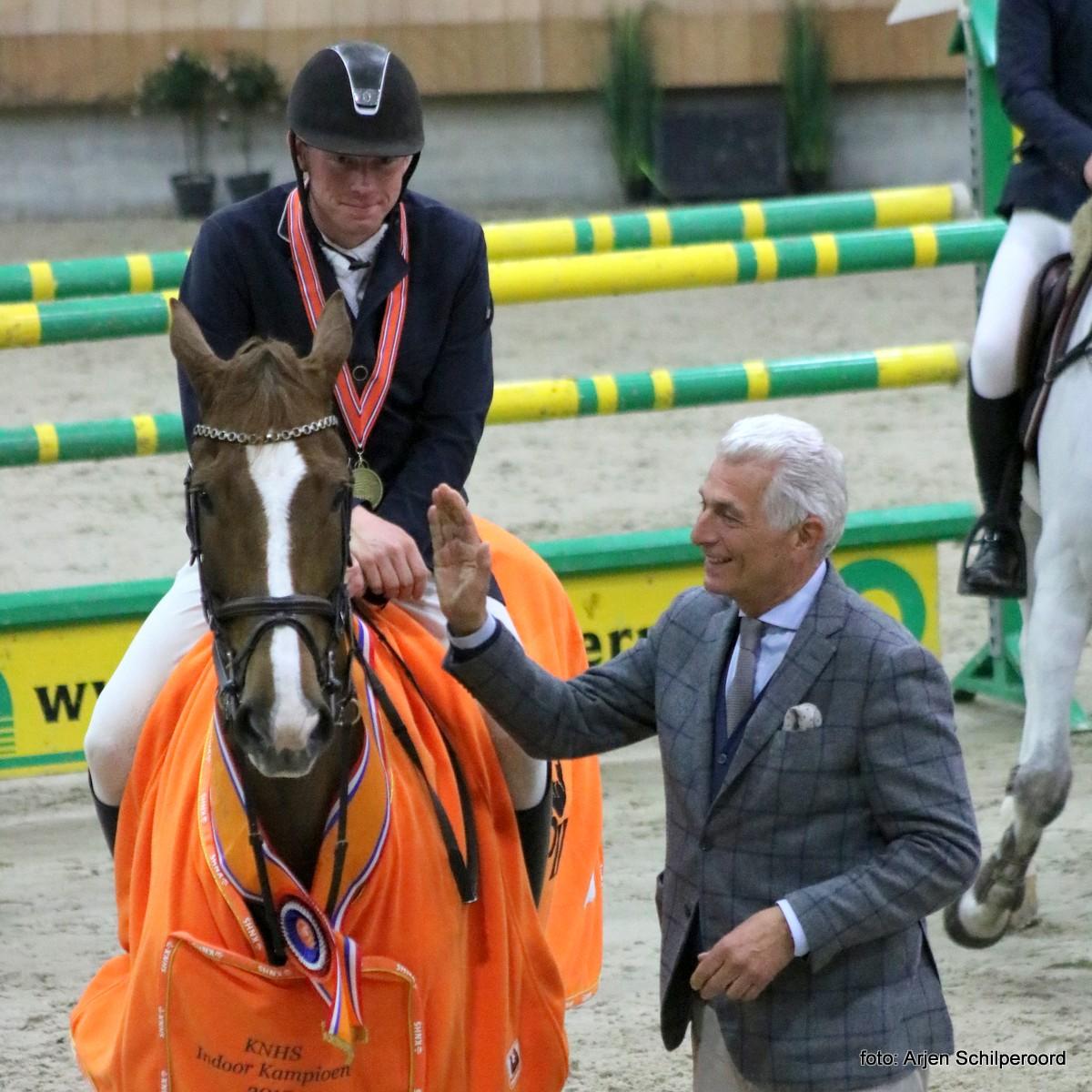 Felicitaties voor Lennard de Boer en Falanita. Het duo werd KNHS-kampioen in de klasse Z. foto: Arjen Schilperoord