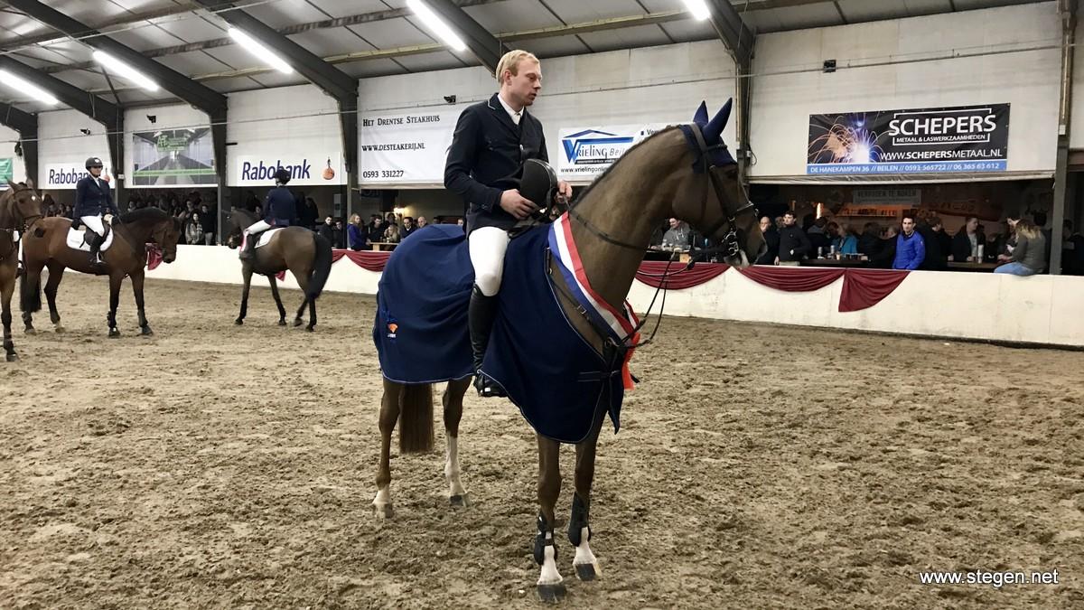 Drents kampioenschap 2018. Lennard de Boer en Falanita tijdens de prijsuitreiking.