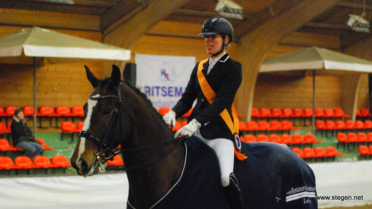 Linda Kouwenhoven en Britt Muis grijpen dressuurtitels in Groningen