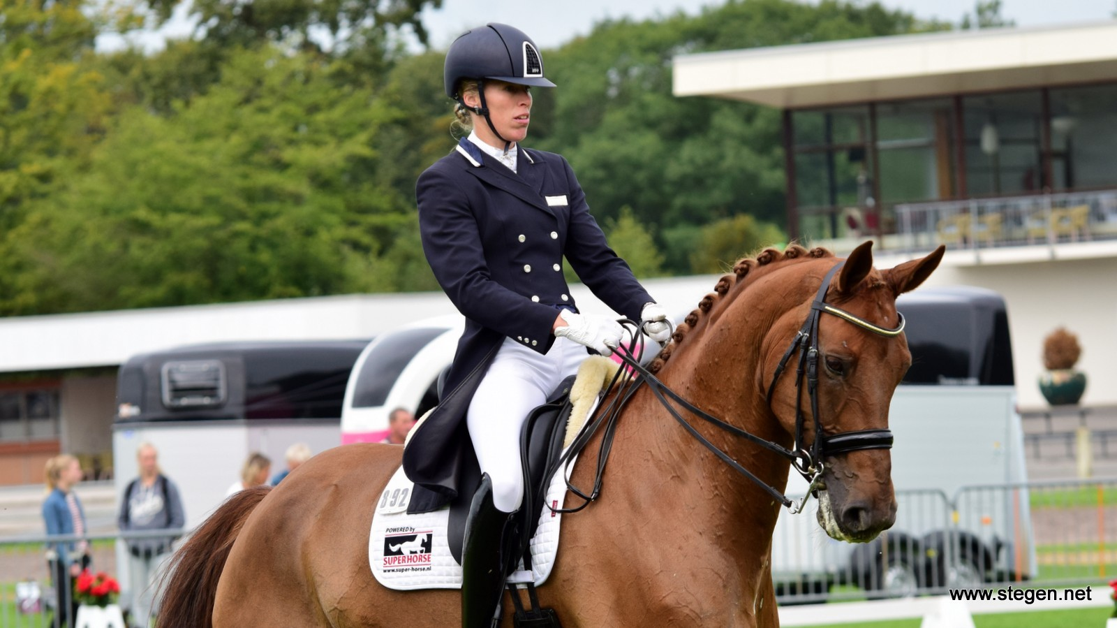 Linda Kouwenhoven breekt ribben bij ongeluk met jong paard