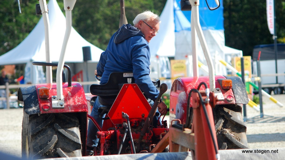 Louwe Mulder sleept de nieuwe bodem in Tolbert. foto: Steven Stegen
