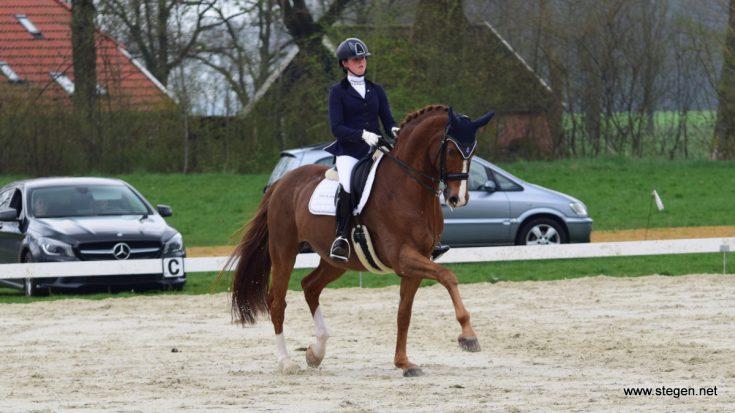 Maaike Slootweg met Santo's Zhivago tijdens de wedstrijd in Eext.