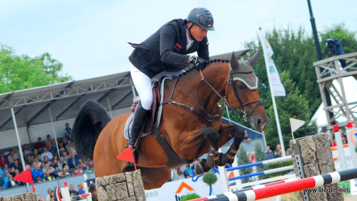 Marc Houtzager neemt de leiding op NK springen Mierlo